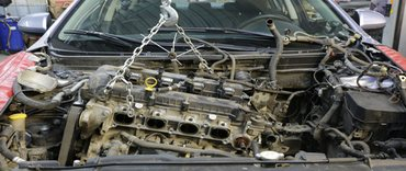 Engine repair on the car by replacing the engine block